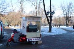 Traditionelle bewegliche Cafeteria im Stadtzentrum von Odessa stockfotografie