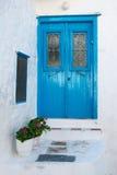 Traditionelle blaue hölzerne Tür, Griechenland Stockfotos