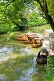 Traditionelle Boote auf dem Kanal von Suzhou Lizenzfreie Stockfotos