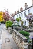 Traditionelle britische Häuser in Richmond, nahe London, Großbritannien lizenzfreie stockfotografie