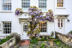 Traditionelle britische Häuser in Richmond, nahe London, Großbritannien stockfotografie