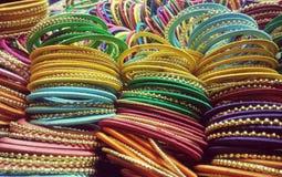 Traditionelle bunte Armbänder Lizenzfreie Stockbilder