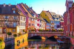 Traditionelle bunte Fachwerkbauten in der alten Stadt von Colmar, Elsass Frankreich Lizenzfreie Stockfotografie