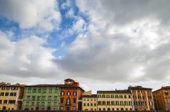 Traditionelle bunte Häuser auf der Bank von die Etsch-Fluss, Verona, Italien Stockfotografie