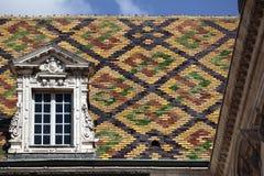 Traditionelle Burgunder-Dachplatten Dijon France-Nahaufnahme stockfotos