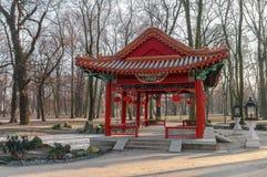 Traditionelle chinesische Pavillons in Lazienki-Park in Warschau Stockbilder