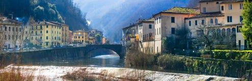 Traditionelle Dörfer von Toskana- - Bagni-Di Lucca, berühmt für ter Lizenzfreies Stockfoto