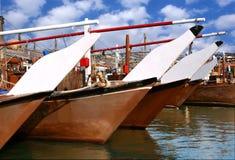 Traditionelle Dhows in einem Hafen bei Bahrain Lizenzfreie Stockfotografie
