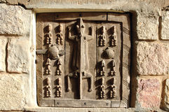 Traditionelle Dogon geschnitzte Getreidespeichertür Lizenzfreie Stockbilder