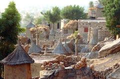 Traditionelle Dogon Häuser und Getreidespeicher Lizenzfreies Stockfoto