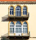 Traditionelle dreifache Bogenfenster lizenzfreie stockfotos