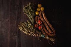 Traditionelle einfache Mahlzeit gründete mit Fleisch und Gemüse Stockbilder