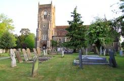 Traditionelle englische Dorf-Kirche Lizenzfreies Stockfoto