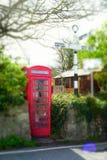 Traditionelle englische Telefonzelle Stockbild