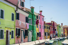 Traditionelle farbige Häuser in Burano Stockbilder