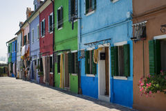 Traditionelle farbige Häuser in Burano Stockfotos