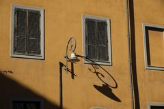 Traditionelle Fassade in der alten Nachbarschaft von Cagliari Castello - Sardinien stockfotos
