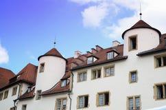Traditionelle Fenster und Wand nahe Schloss quadrieren im Stadtzentrum, schwäbische Hauptstadt von Baden stockbilder
