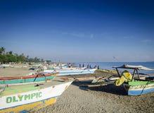 Traditionelle Fischerboote auf Dili setzen in Osttimor-leste auf den Strand Lizenzfreie Stockfotos