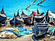 Traditionelle Fischerboote an Fort Cochin-Strand in HDR stockfoto