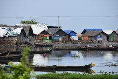 Traditionelle Fischerhäuser mit ihrer Wanne lizenzfreie stockfotografie