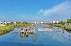 Traditionelle Fischernetze, alte Fischfalle in Ada Bojana Stockbild