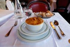 Traditionelle französische Zwiebelsuppe Stockfotografie