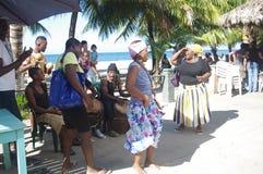 Traditionelle Garifuna-Tänzer Stockfotos