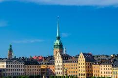 Traditionelle Gebäude mit Dächern und bunten Wänden, Stockholm, stockbilder