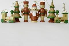Traditionelle gemalte hölzerne Spielzeug Weihnachtsdekorationen Lizenzfreie Stockfotografie