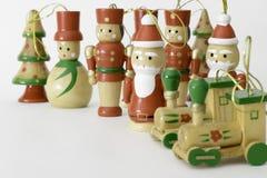 Traditionelle gemalte hölzerne Weihnachtsspielzeugdekorationen Stockfotografie