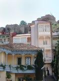 Traditionelle georgische städtische Häuser stockfoto