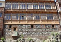 Traditionelle georgische städtische Häuser stockfotografie