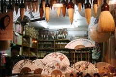 Traditionelle Gestaltungsarbeiten in einem insadong suvniershop Stockbilder