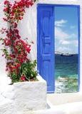 Traditionelle griechische Tür auf Mykonos-Insel Lizenzfreies Stockbild