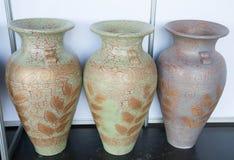 Traditionelle große bunte Vasen stockfotografie