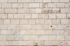 Traditionelle grungy Steinmittelmeerwand stockbild