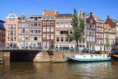 Traditionelle Häuser von Amsterdam Stockbilder