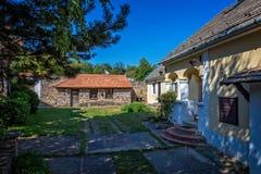 Traditionelle Häuser von Ungarn, nahe Plattensee, Dorf Salfold, 29 August 2017 Lizenzfreie Stockfotografie