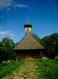 Traditionelle hölzerne Kirche in Rumänien. Stockfotos