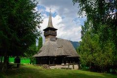 Traditionelle hölzerne Kirche von Rumänien. Stockbilder