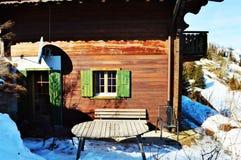 Traditionelle Halle in den Schweizer Alpen lizenzfreies stockbild