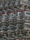 Traditionelle hanuman Statue auf dem Tempel von Dawn Wat Arun und von Querstation Lizenzfreie Stockfotos