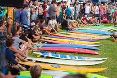 Traditionelle hawaiische Eröffnungsfeier Eddie Aikaus Stockfoto