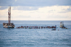 Traditionelle hawaiische Eröffnungsfeier Eddie Aikaus Stockbild