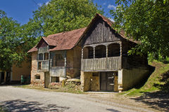 Traditionelle historische hölzerne Häuser - Weinkeller Lizenzfreie Stockfotografie