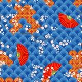 Traditionelle historische orientalische Zeichnungen mit Fans und Niederlassungen der blühenden Kirsche Nahtloser Farbvektor stock abbildung