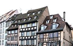 Traditionelle Hälfte-gezimmerte Hausstraße in Straßburg, Elsass, Frankreich Stockbilder