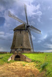 Traditionelle holländische Windmühle Stockfotos