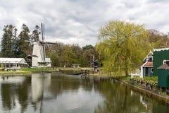 Traditionelle holländische Windmühle Stockfotografie